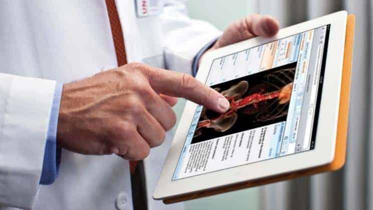 doctors-using-mobile-phones-ipad